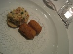 Pintxo of crab with ham, and fritters.
